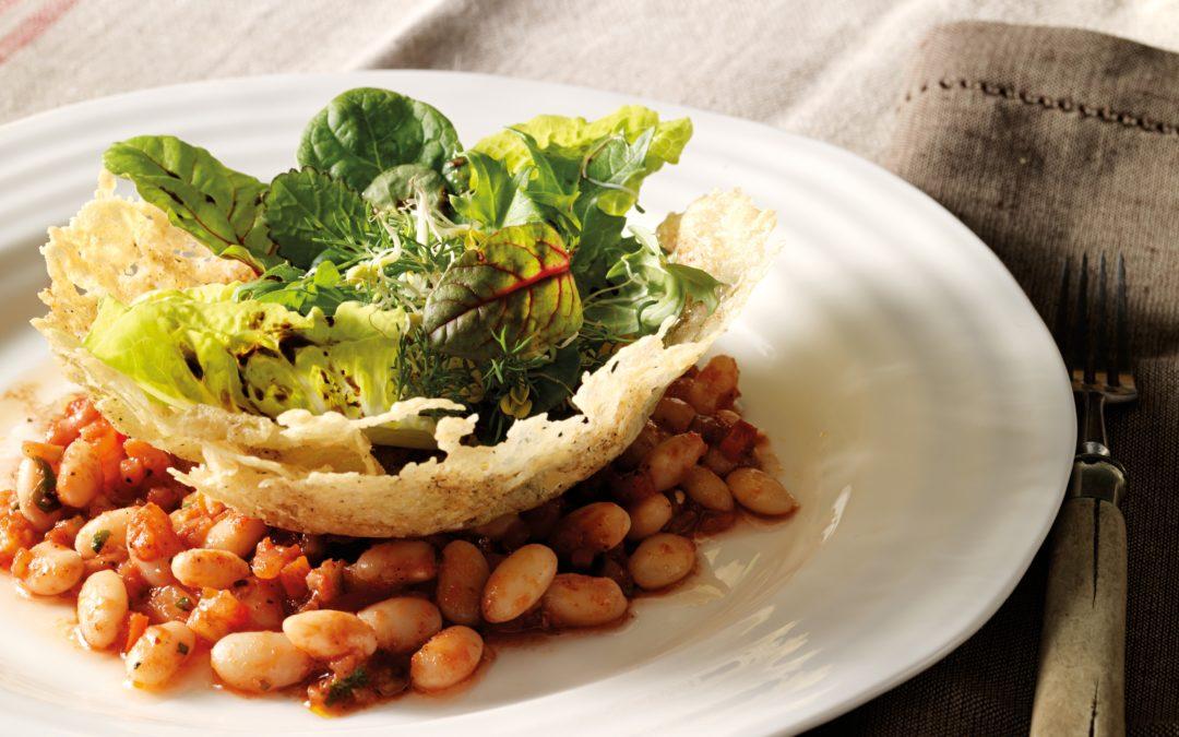 Kräutersalat im Parmesankörbchen mit Herbaria Trüffelglück