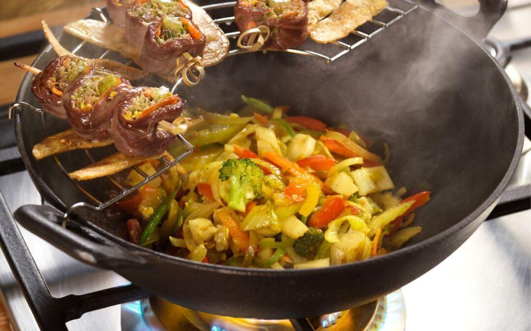 Wokgemüse mit Rinderfiletröllchen und Herbaria Grüner Kakadu